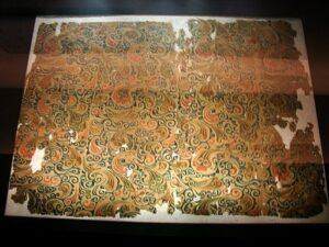 Image 5: An example of patterned silk from the Han Dynasty. Image from https://commons.wikimedia.org/wiki/File:Silk_from_Mawangdui_2.jpg